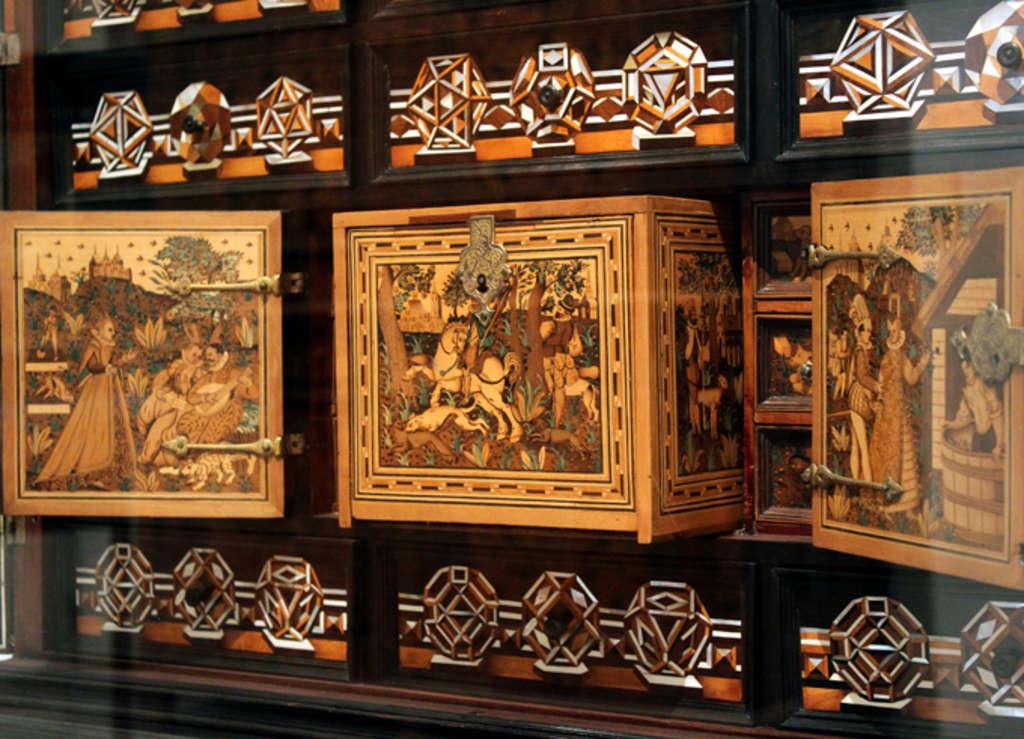 ein au ergew hnlicher kabinettschrank der renaissance stadt k ln. Black Bedroom Furniture Sets. Home Design Ideas