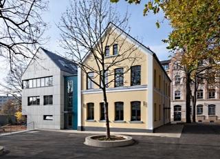 Fassaden Neu und Alt vom Schulhof