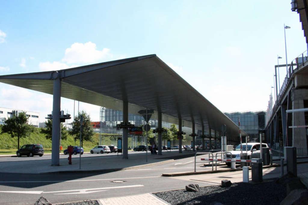 neuer fernlinienbusbahnhof am flughafen k ln bonn stadt k ln. Black Bedroom Furniture Sets. Home Design Ideas